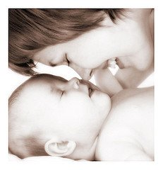 7 Tips to Solve Problems After Birth Using Aromatherapy
